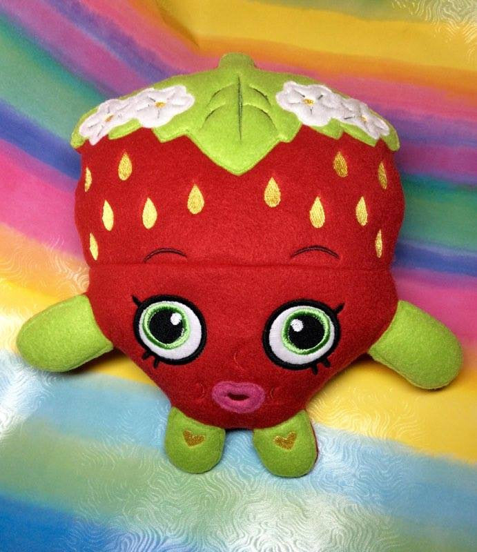 STRAWBERRY PLUSHIE PATTERN