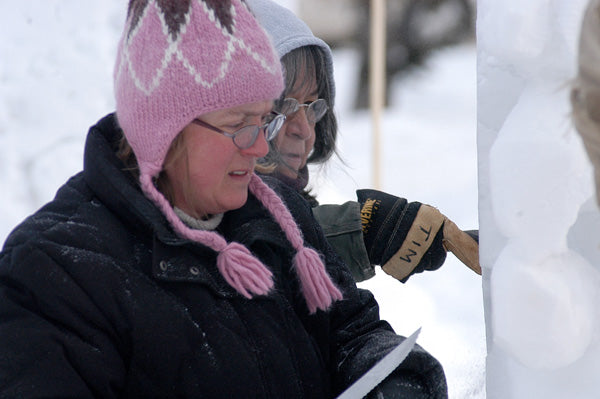 Sharee carving snow