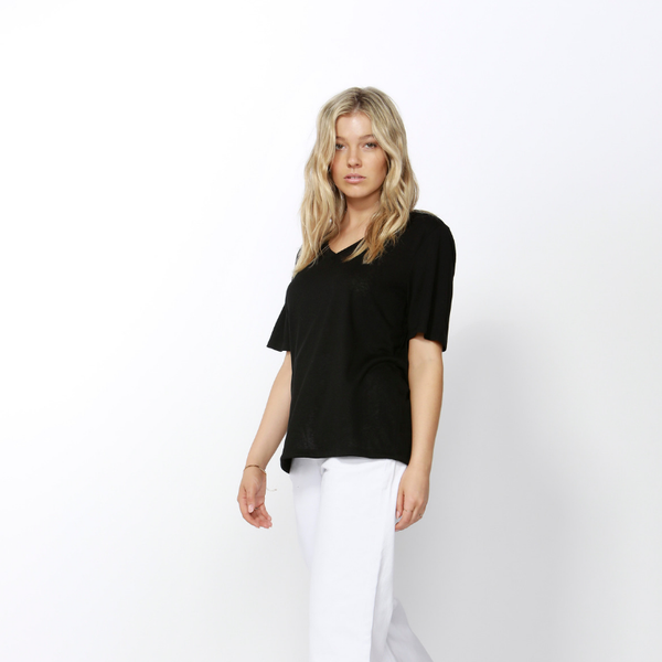 Betty Basics | Messina V-Neck Tee BLACK | Shut the Front Door