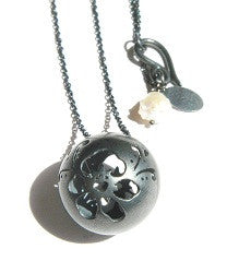 07.Flowersphere Necklace Balck