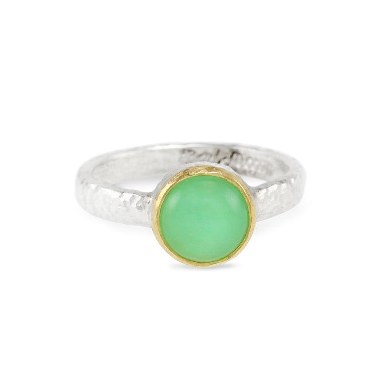 Ring in sterling silver with cabochon chrysoprase set in 18ct yellow gold.