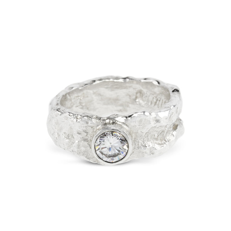 Ring in sterling silver set with white cubic zirconia.