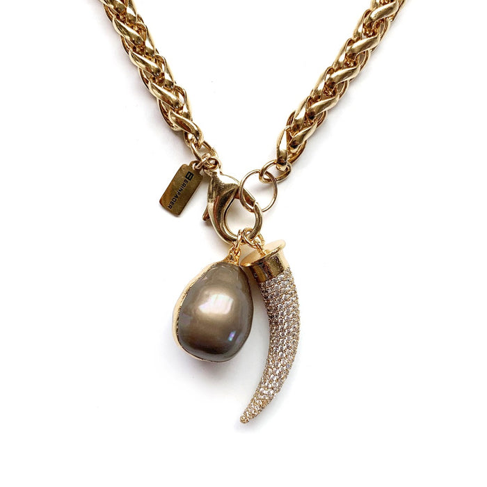 What a Pearl Wants Necklace - Silky Caramel