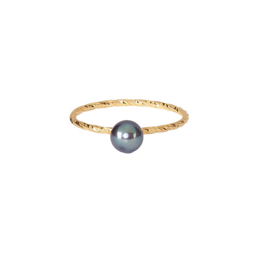 Pirate's Black Pearl ring in gold, fashioned from our signature multifaceted sparkling band.