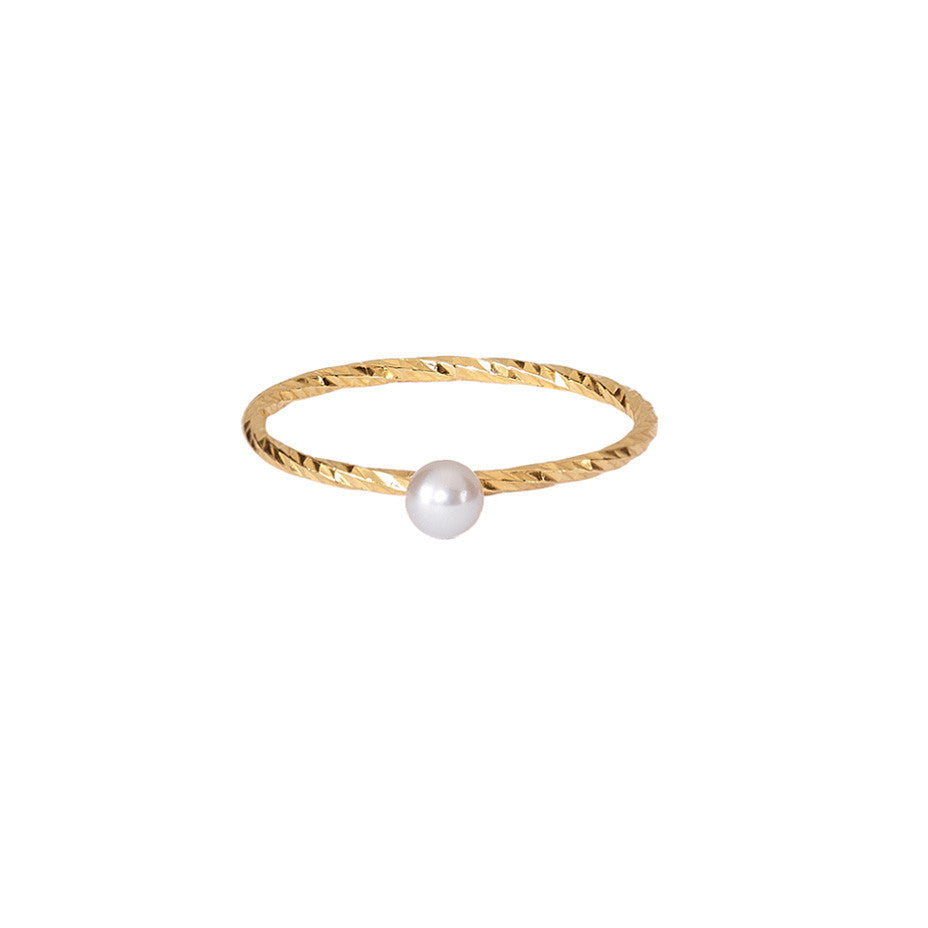 London Mist Mini Grey Pearl ring in gold.