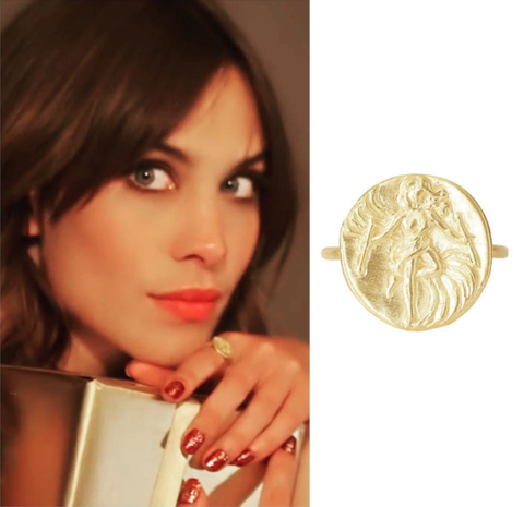 Alexa Chung wearing the Dancer ring in gold.