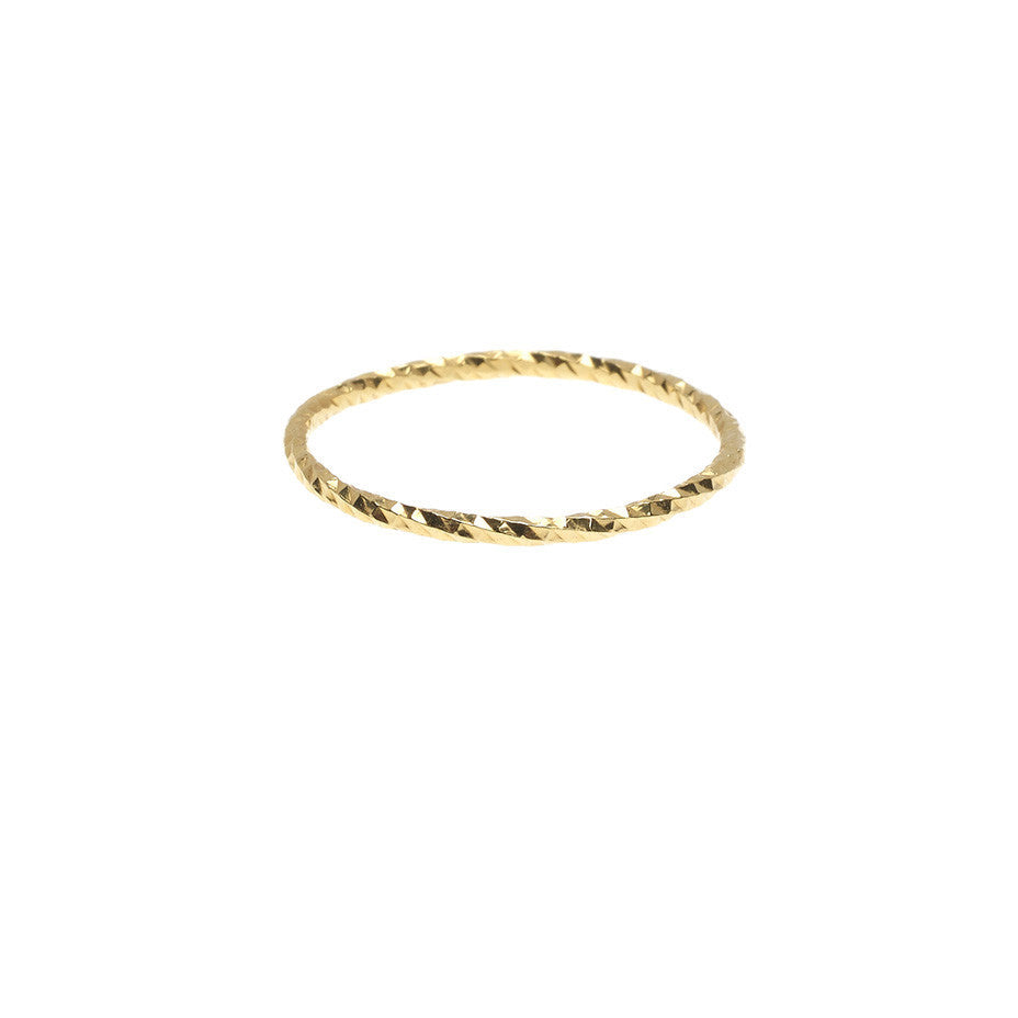 The Sparkling Band ring in gold.