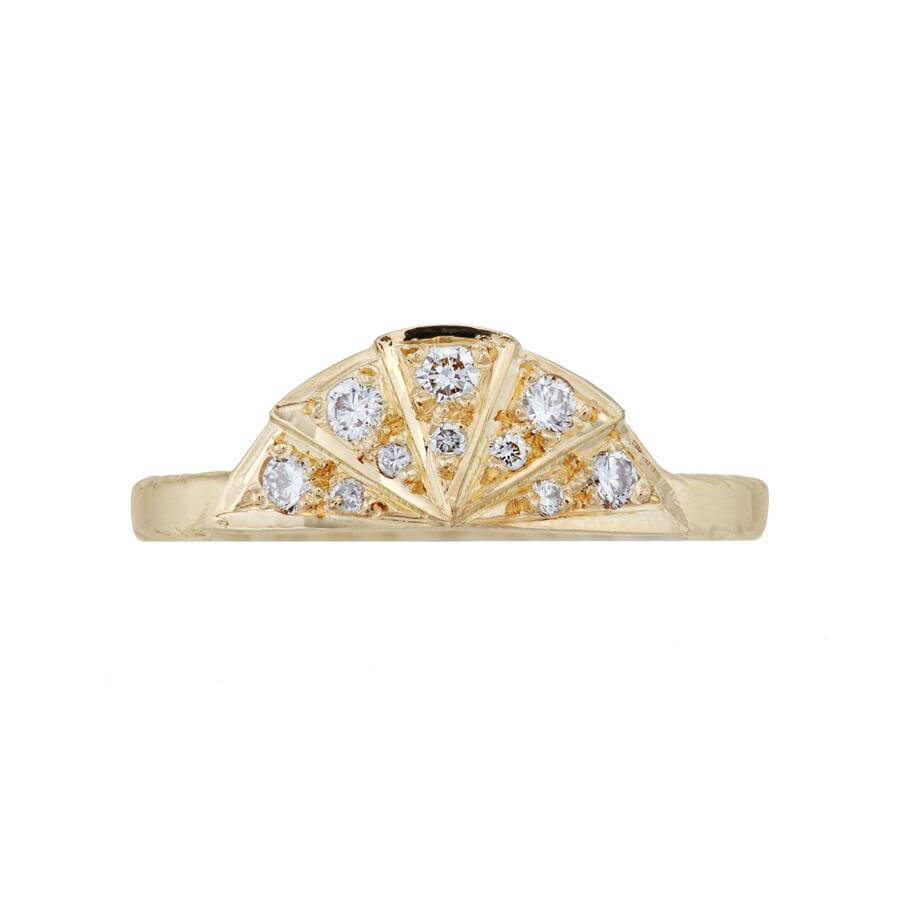 White diamond sunbeam wedding band in 18 carat yellow gold, featuring 9 diamonds in the art deco style sunbeam shape.
