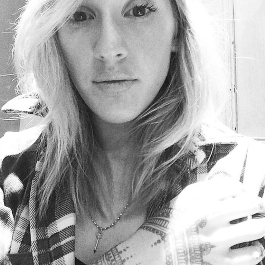 Ellie Goulding wearing the Warrior Arrow necklace in gold.