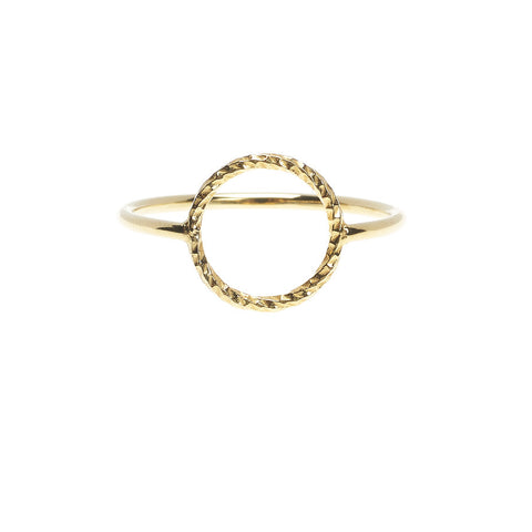 Protective Circle ring in gold.