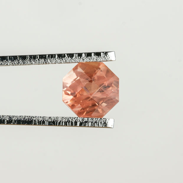 .86 ct Orange/Peach Octagonal Oregon Sunstone