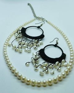 Graduated Pearl Set Necklace with earrings