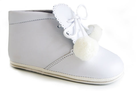 Classic White leather Booties for Baby unisex with cotton balls