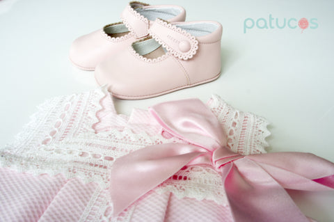 Patucos SET- Pink casual cotton pique dress with a tie and classic maryjanes leather baby shoes
