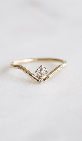 Mociun Mini Peak Ring with Reverse Set Diamond