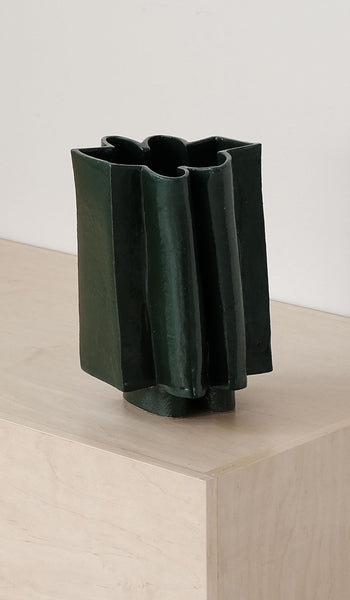 B Zippy Wiggle Vase: Chrome Green