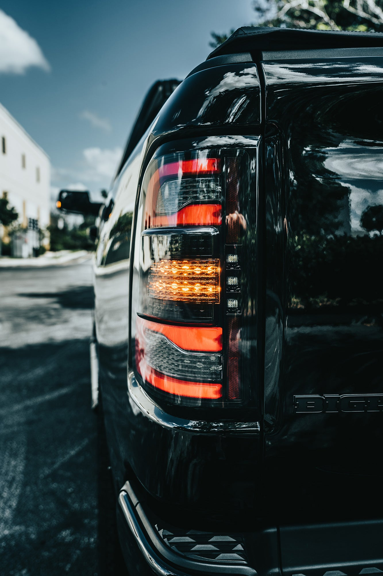 Dodge Ram (19+): Recon Led Tails