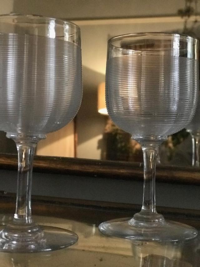 Set of 5 ribbed French Glasses