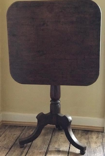 c18th Chunky English tilttop table
