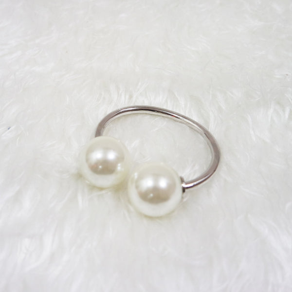 Ana Double Pearl End Bangle - Silver