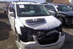 Chrysler Town & Country for parts (E022)