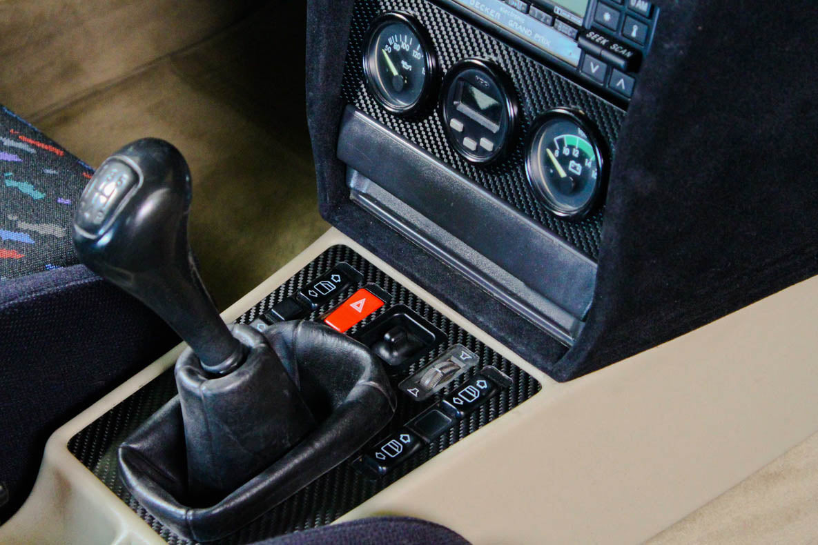 Gearshift surround - Carbon fiber trim