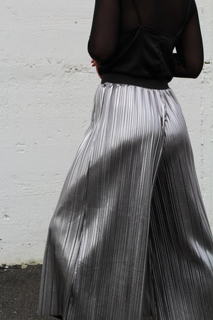 Hiwa Pleated Pant – Silver