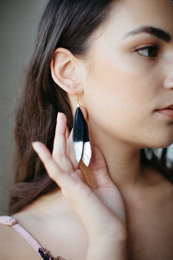 Waka Huia – Feather Earrings in Black and Silver