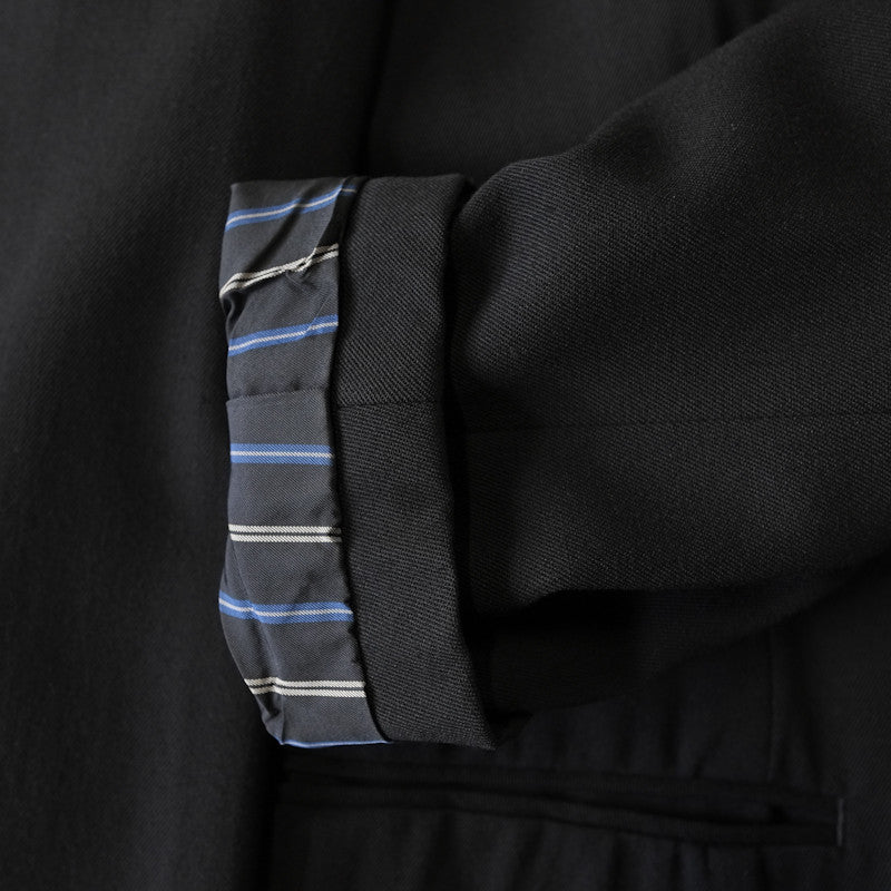 lapel detail suit