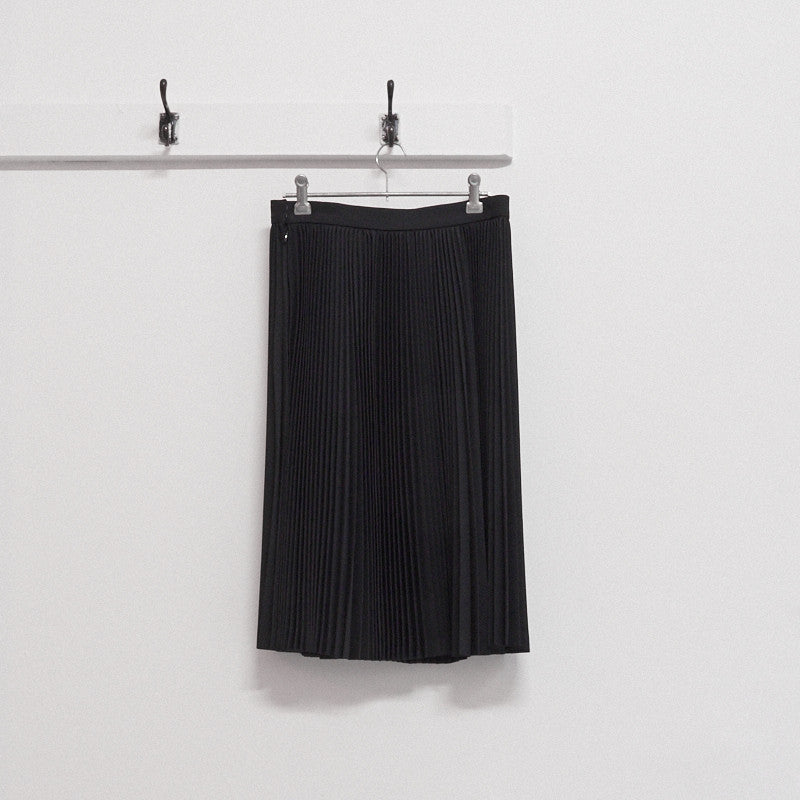 worsted wool accordian pleat skirt