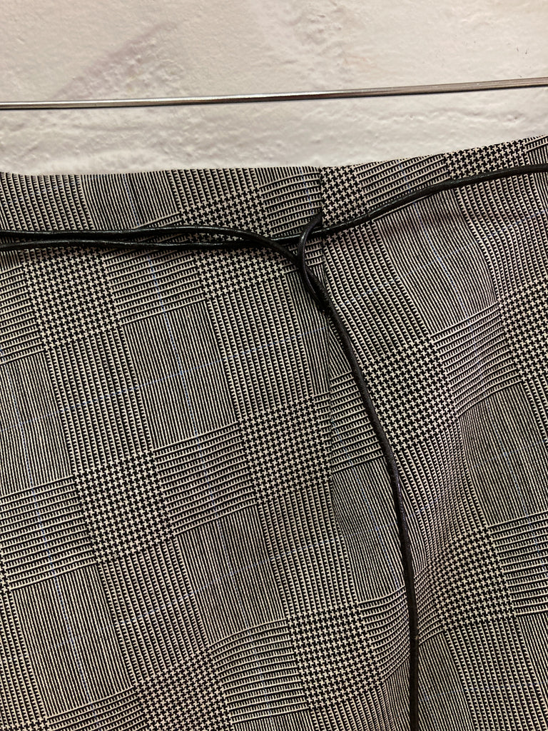 Sonja Nuttall 1990s grey wool glen plaid waist tie front pleat skirt - size 10