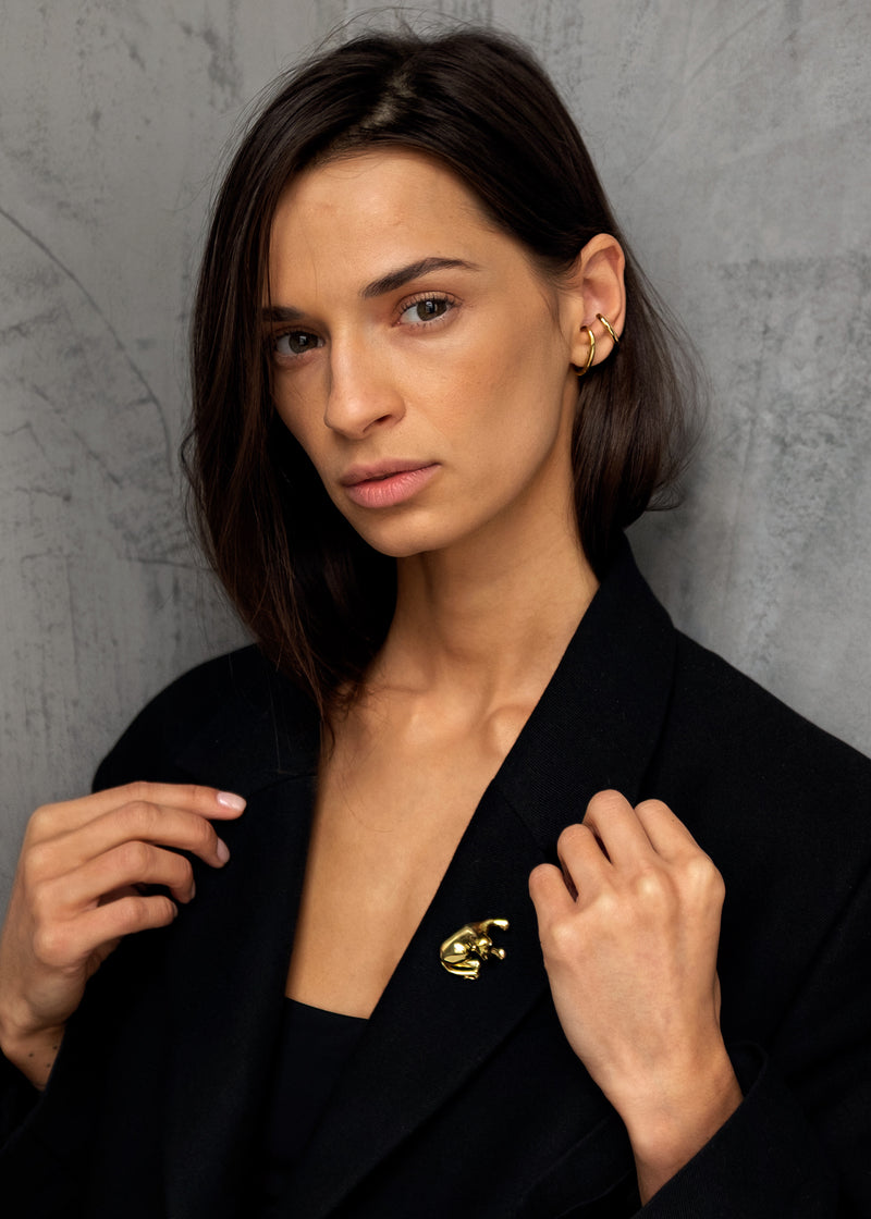 Gouden Cuff oorbel - Cuff Earrings on model