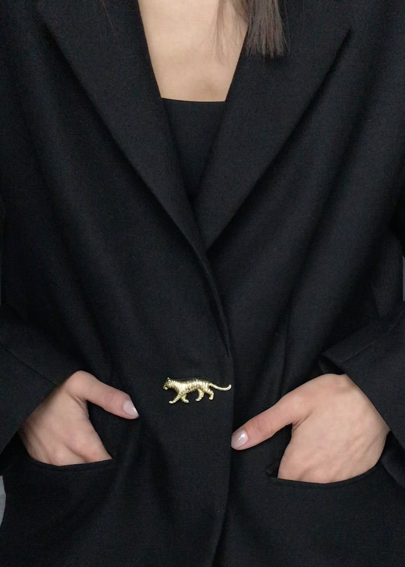 Video Broche Tijger Goud - Brooch Tiger Gold on Blazer