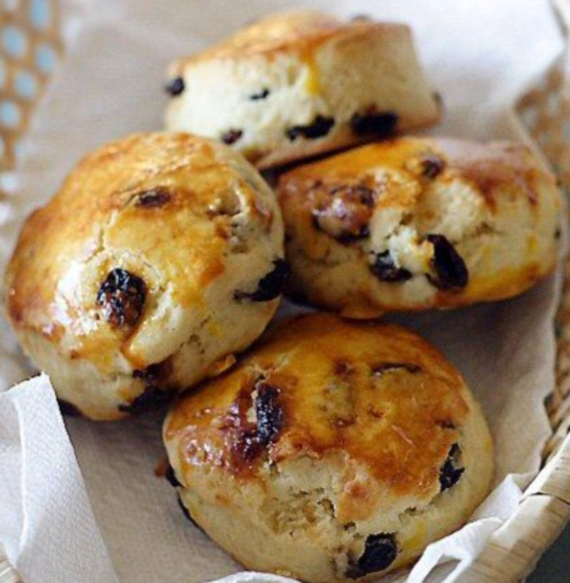 4 pack Raisin Scones