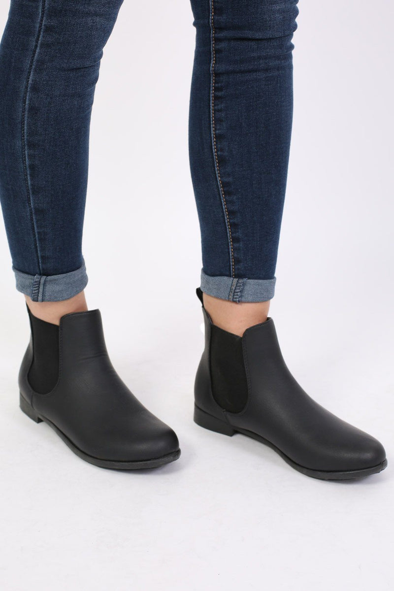 Plain Flat Chelsea Boots in Black 0