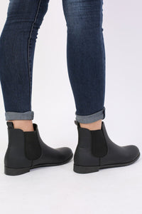 Plain Flat Chelsea Boots in Black 2