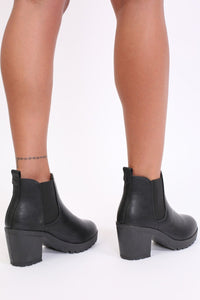 Chunky Heel Pull On Chelsea Boots in Black 2