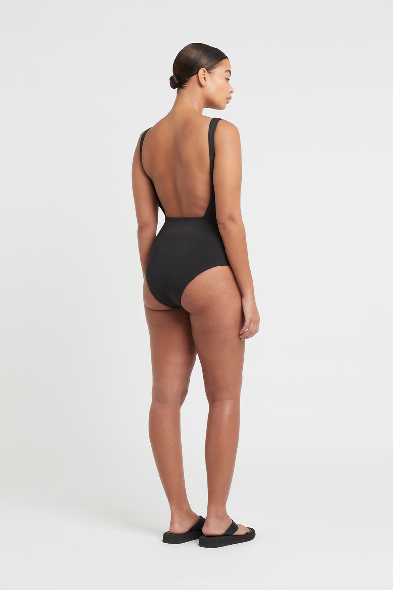 HENDRY SQUARE ONE PIECE