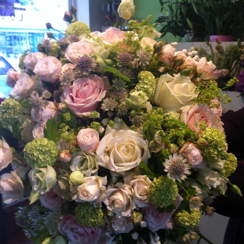 Send Flowers in London | Pretty Pink Bouquet of Roses | Amanda ...