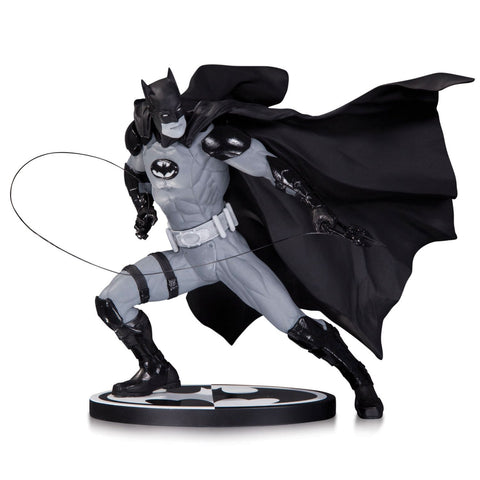 BATMAN: Black & White Statue by IVAN REIS
