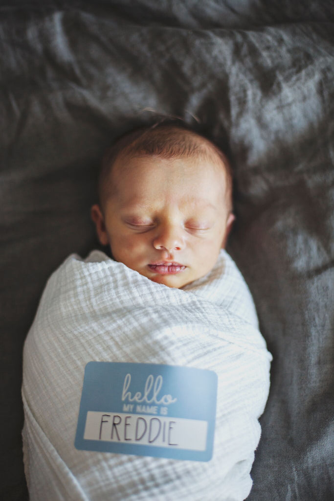 How to announce your newborn's name in style?