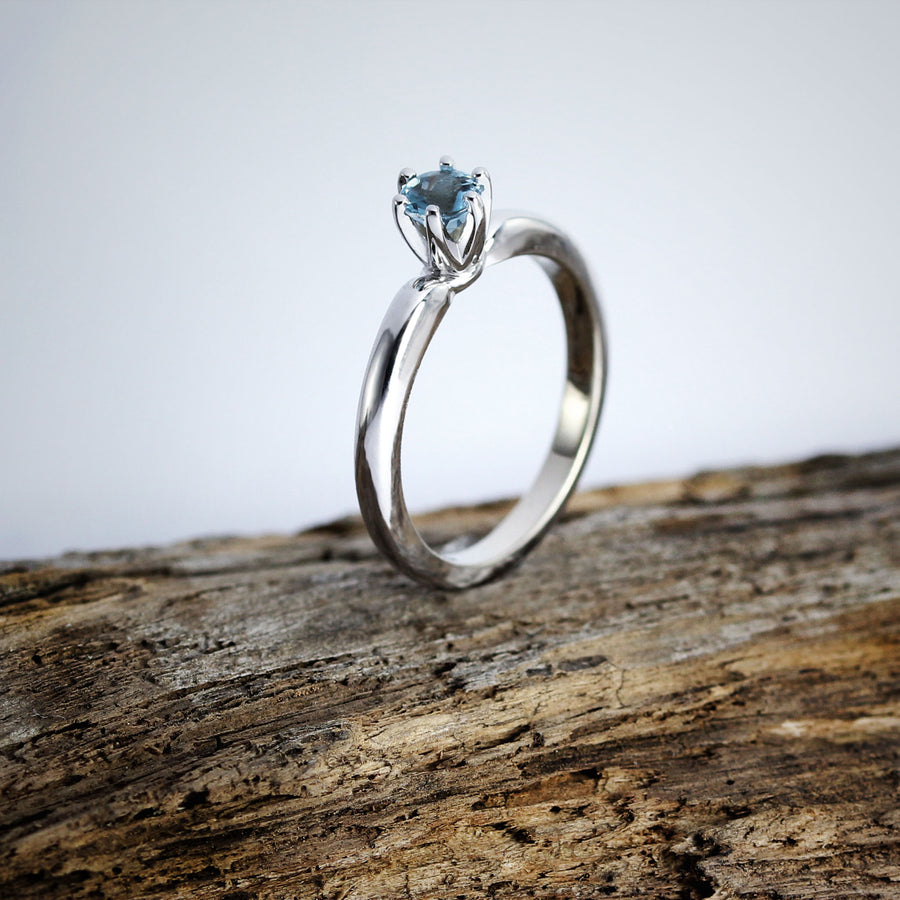 Engagement ring 14k White Gold / Aquamarine
