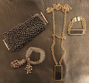 Archive pearls and onyx pieces**
