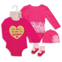 Baby Bodysuit with hat and Socks Heart Belongs