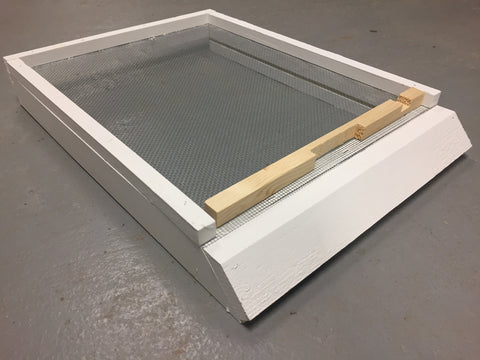 Screened Bottom Board w/ Landing and Entrance Reducer (10 Frame)