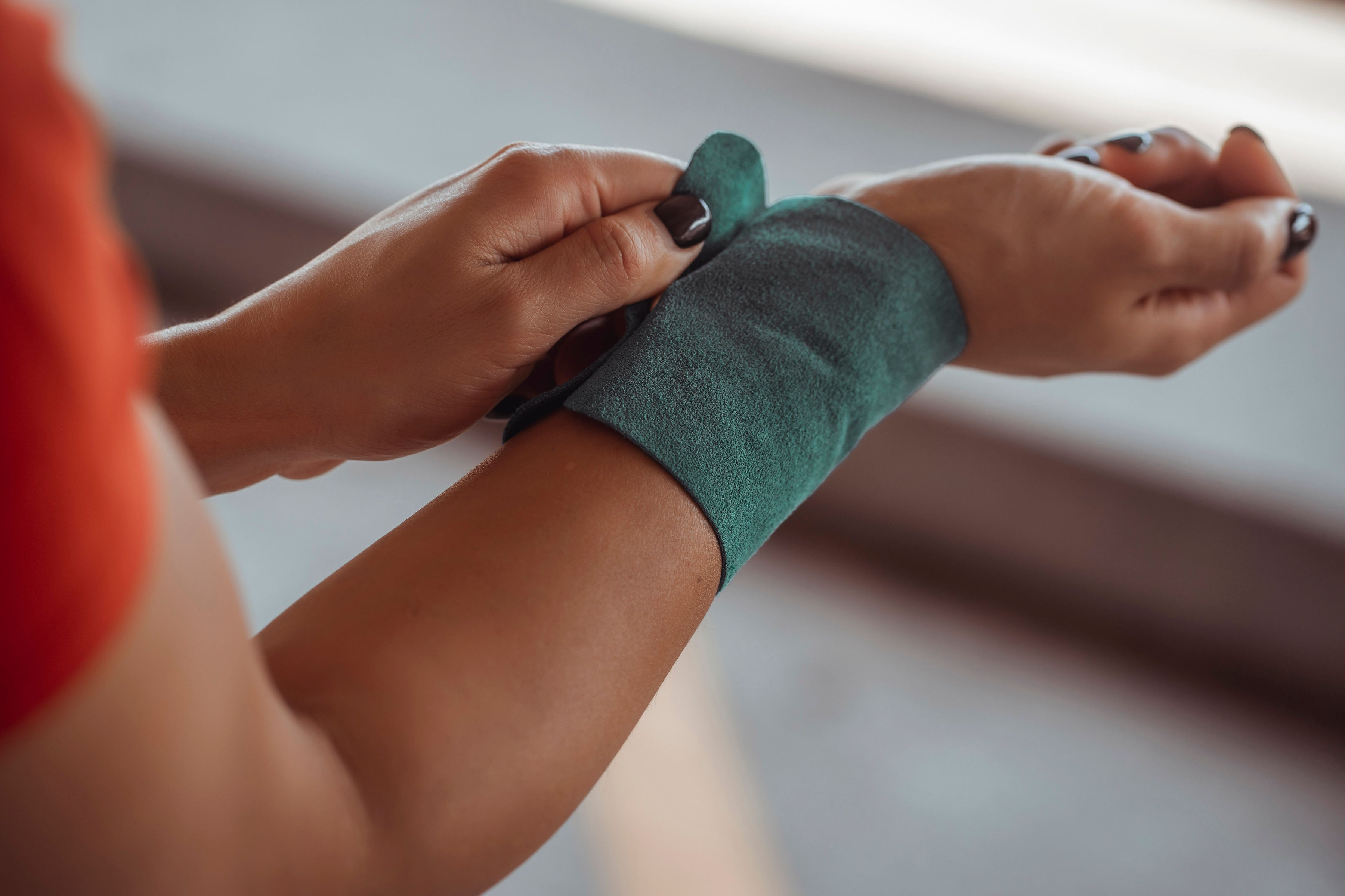 Teal Wokkit: The Leather Wallet for Your Wrist