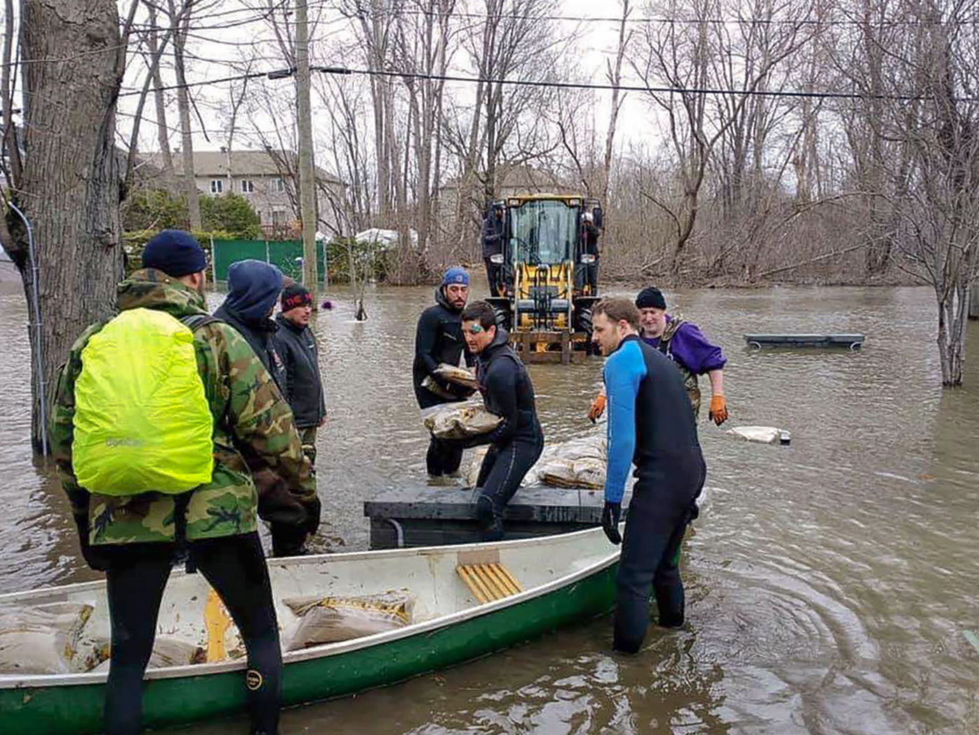 Surfers volunteer during floods in Ottawa / Gatineau. Photograph by Britta Gerwin