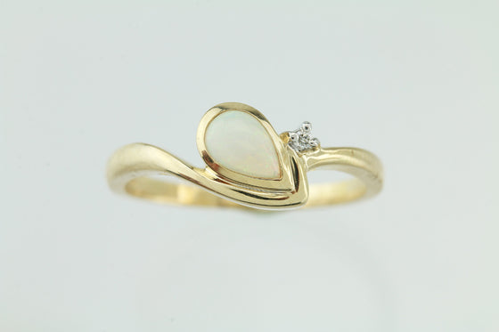 Opal & Diamonds 14Kt Yellow Gold Ring