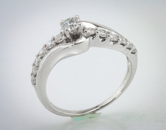 1/2 Carat (TW) Diamond Ring