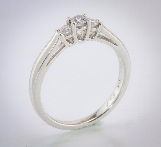 1/4 Carat (TW) Diamond 3 Stone Ring
